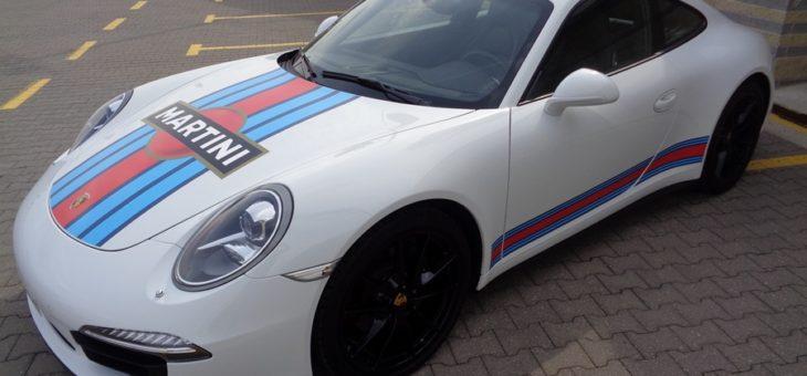 Porsche Carrera 4 oklejone dla Martini Racing